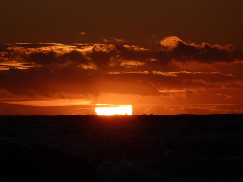 Coucher de soleil devant une mer agit e marseille photolive toutes les photos m t o en - Coucher de soleil marseille ...