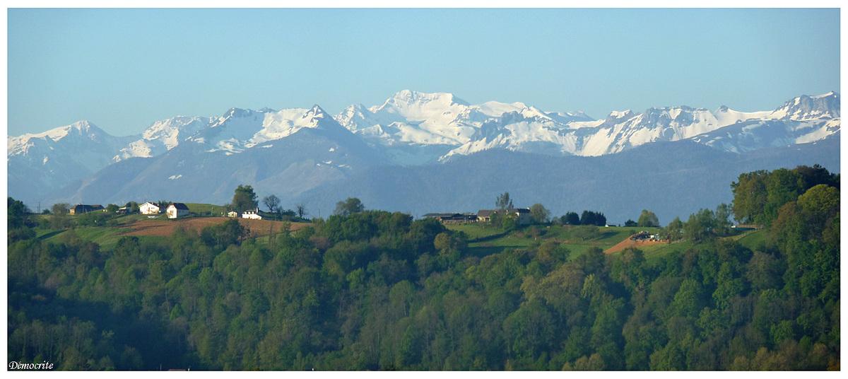 Le massif du pic de Sesques (depuis Pau)