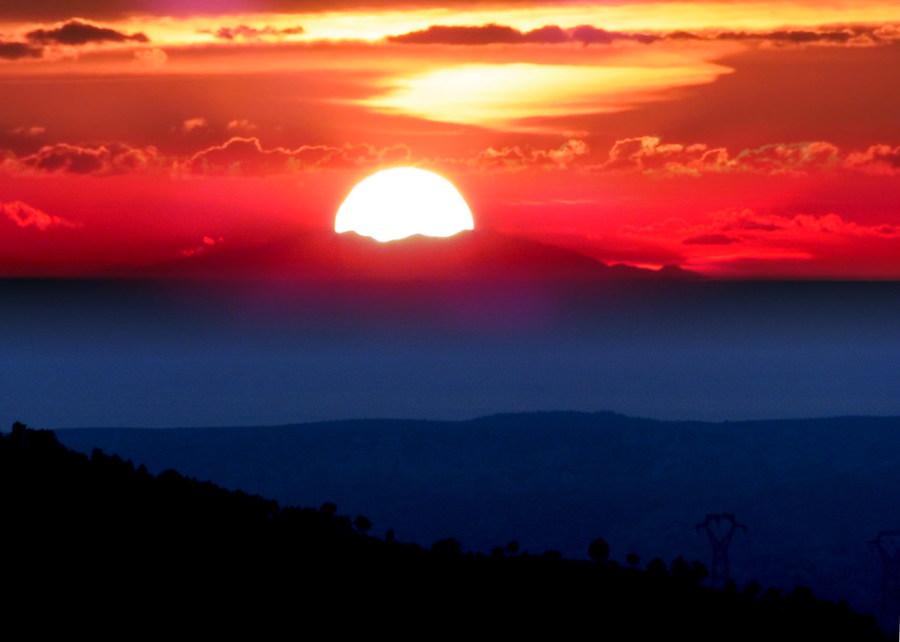Coucher de soleil sur le canigou depuis le pilon du roi nord de marseille photolive toutes - Coucher de soleil marseille ...
